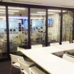 GLASS, la apertura y transparencia de un tabique móvil de vidrio