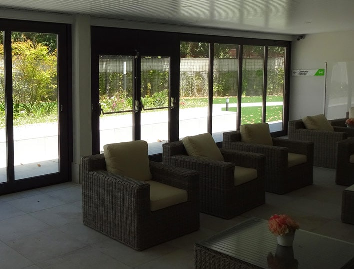 Tabiques móviles de vidrio, la perfecta fusión entre el espacio interior y exterior